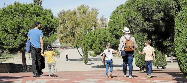 El Govern propone permisos retribuidos a los padres en el plan de conciliación