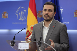 Garzón prepara un decreto para limitar la publicidad del juego 'online' en radio y televisión
