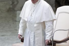 El Papa invitó y saludó a la mujer a la que dio un manotazo tras ser agarrado
