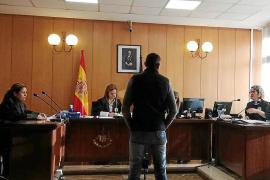 Condenado a seis meses de prisión por acosar a su dentista en Palma