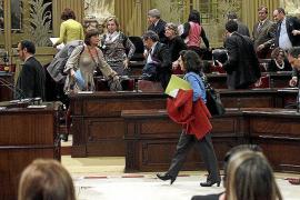 La oposición abre el debate sobre la rebaja de sueldos a los políticos