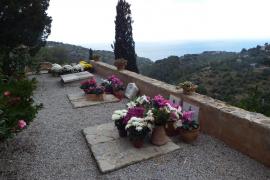 El Ajuntament de Deià prohíbe usar flores de plástico o de tela en su romántico cementerio