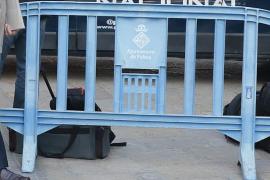 Roba vallas de la Policía Local de Palma y luego las vende por internet