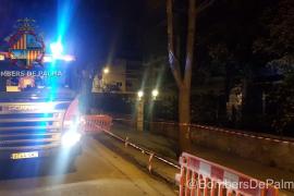 Los bomberos sofocan un incendio en las escaleras del hospital Virgen de la Salud del Vivero
