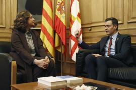 Colau promete a Sánchez que Barcelona será la «principal aliada» para el diálogo