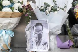 El Gobierno chino abre una investigación sobre «asuntos relacionados» con el médico Li Wenliang