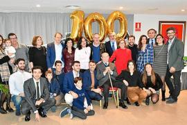 Toni Vila celebra su 100 cumpleaños rodeado de familiares y amigos