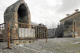 El 'aljub' de Santa Eugènia lleva medio año vallado por el deterioro de una bóveda