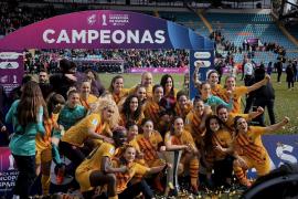 El Barça femenino arrolla a la Real Sociedad y gana la Supercopa