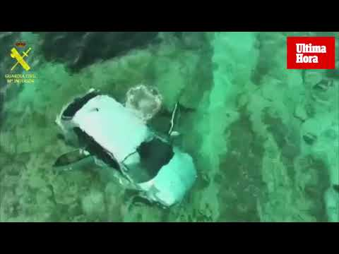 Un conductor drogado pierde el control y 'aterriza' en el mar en Son Verí