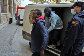 Cuatro detenidos por dar palizas a clientes borrachos a la salida de los locales de ocio de la plaza del Vapor en Palma
