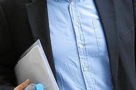 La juez resucita el 'caso Multimedia' y procesa al exsenador Manchado