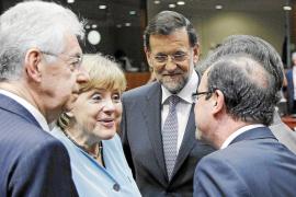 Hollande y Merkel dividen a Europa