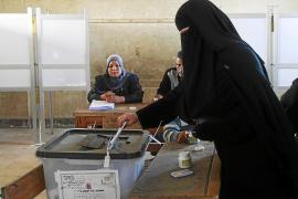 Largas colas en la primera jornada de las presidenciales egipcias