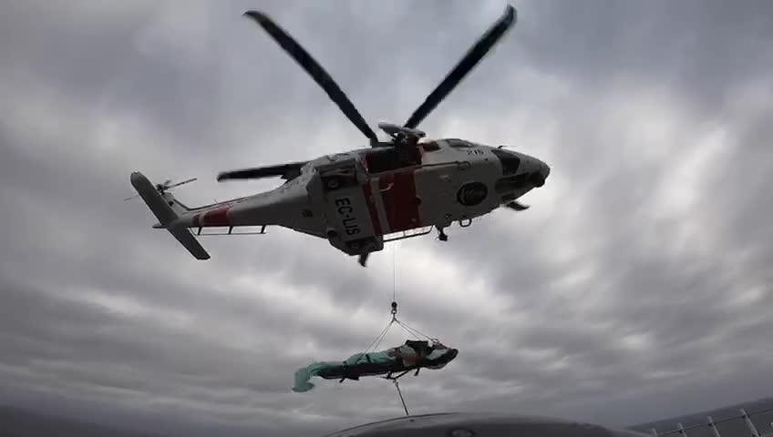 Evacúan a un hombre en estado crítico del crucero 'Costa Esmeralda' a 40 millas de Menorca
