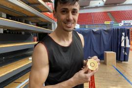 Pere Tomàs recibe su premio por clasificar a España para el Mundial