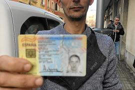 Antonio Monteagudo: «En la vieja cárcel vivo con mi madre, sin luz, ni calefacción, ni agua»