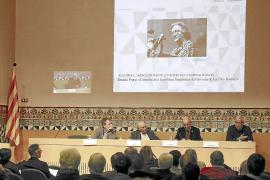El Institut d'Estudis Catalans rinde homenaje a Aina Moll en Barcelona