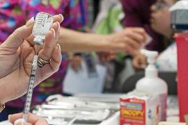 Los nacidos entre 2001 y 2007 tendrán que repetir la vacuna de la meningitis en abril