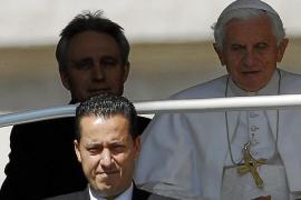 Detienen al mayordomo del Papa por filtrar documentos confidenciales