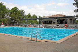 La concesionaria de la piscina denuncia al Ajuntament por incumplir el contrato