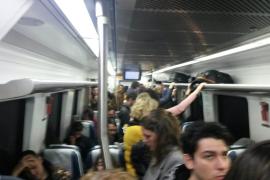Vagones repletos por la supresión de los servicios exprés del tren en Mallorca
