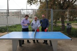 Cort instala dos mesas de ping-pong en Verge de Lluc para evitar que los jóvenes anden por la calle