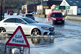 Las lluvias han inundado las carreteras en el Reino Unido