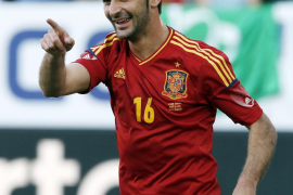 Adrián guía a España a la victoria