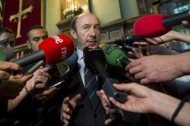 Rubalcaba dice que acordó con Rajoy cómo aprovechar la nueva política europea