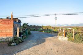 Una cadena impide el acceso al mirador de aves de Sant Francesc