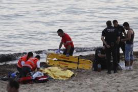 Hospitalizada una mujer que quedó inconsciente por un balonazo en la playa de Can Pere Antoni