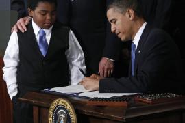 Obama: «Firmo este proyecto de ley en nombre de mi madre»