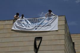 Protesta en la UIB contra los recortes en la sanidad pública