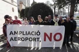 La Plataforma contra la ampliación del aeropuerto inicia una campaña de envío masivo de alegaciones a Enaire