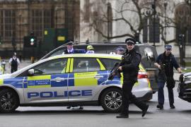 Apuñalan a un hombre en una mezquita en Londres