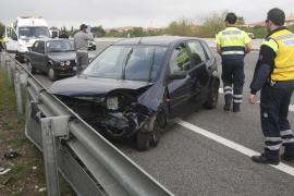 Un herido al colisionar dos vehículos en la autopista de Inca