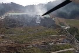 El fuego se reactiva en el vertedero de Zaldibar