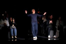 Armani dice el marketing de la moda «viola» a las mujeres