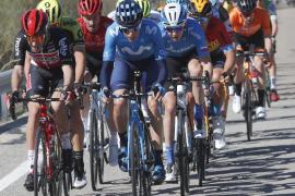 Fuglsang gana y Enric Mas anima la etapa reina en Andalucía