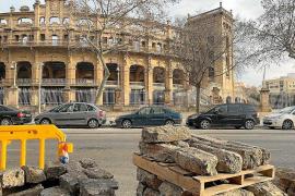La muralla, Son Macià y los bordillos retirados, premios a la destrucción patrimonial