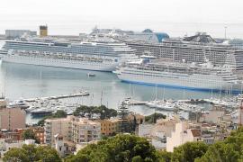 La ley del Turisme permite convertir barcos en 'hoteles flotantes' que atraquen en los puertos