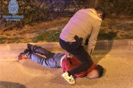 Detenido por intentar robar un bolso y amenazar a la víctima con un cuchillo en Palma
