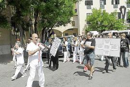 Trabajadores del Hospital General protagonizan otra marcha contra su cierre