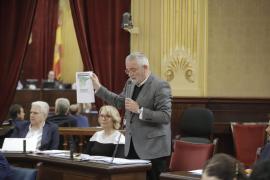 El Parlament balear reclama al Estado las competencias de Costas y Justicia y la transferencia de varios puertos