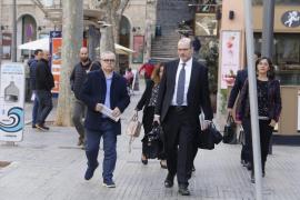 Florit se sienta en el banquillo acusado en el 'caso Móviles'