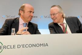 De Guindos: «El futuro del euro se juega en España e Italia en estas semanas»