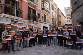 Peligra la distribución de mercancías en la calle Unió y la plaza Joan Carles I por las restricciones de tráfico