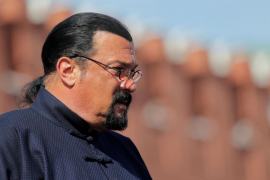 Multan al actor Steven Seagal por promocionar bitcoins