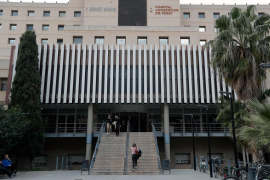 Ascienden a 25 los hospitalizados en España, uno muy grave